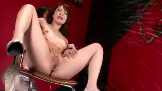 Petite Asian girl cums from all the rubbing