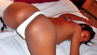 Thai slut with a lovely ass getting naked
