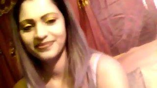Slutty Indian girl gets naked on live cam