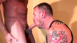 Tattooed strong dude loves giving blow job