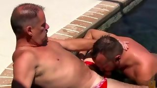 Superb strong guy gives head in pool