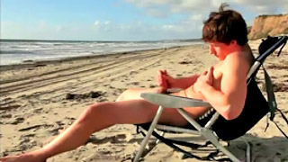 Handsome gay dude shows his fantastic body at the beach