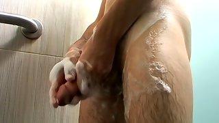 Rad makes himself orgasm in the shower