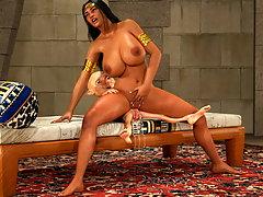 picture #4 ::: Arabian 3D slut makes a small alien cum hard