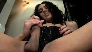 Cute brunette tranny wanks her pulsating sausage